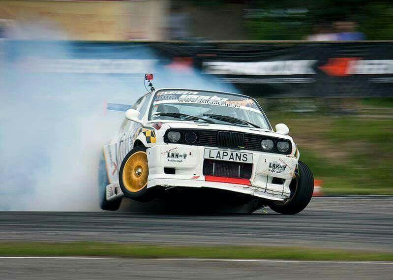 BMW E30 3 series whi