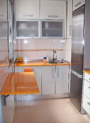 Mesa sobre la pared | Interiores | Pinterest | Cocina pequeña, Mesas ...