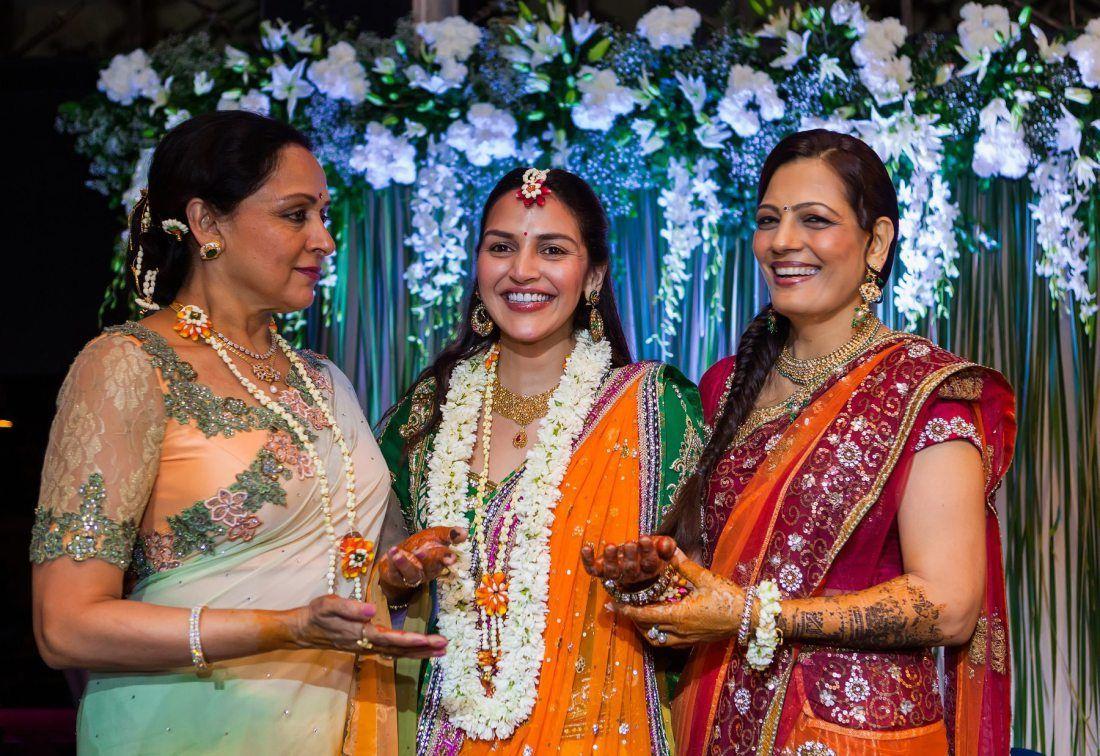 Esha Mehndi Ceremony : Esha deol hema malini mehndi party mumbai wedding