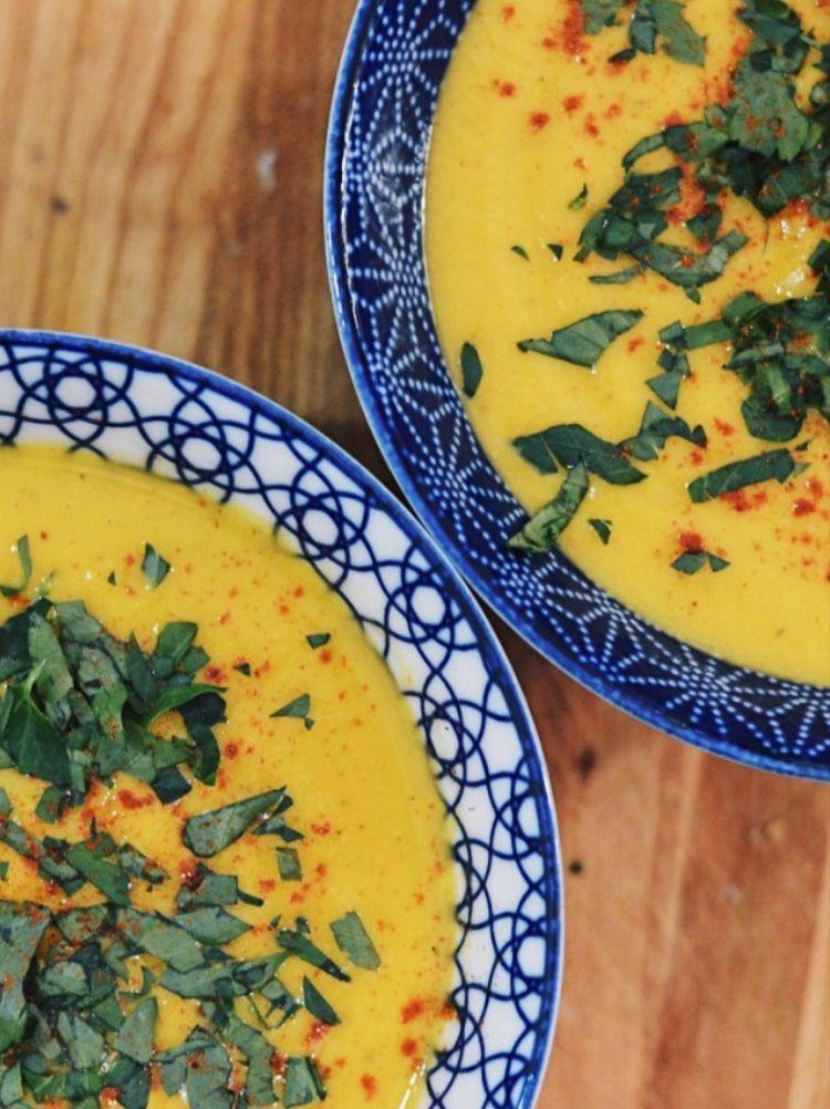 Pumpkin, carrot and celeriac soup with warm herbs and spices. 🎃🔥 | #pumpkin #carrot #celeriac #soup #pumpkinsoup #pompoen #pompoensoep #recipe #recept #lowfodmap #glutenvrij #glutenfree #lactosefree #lactosevrij #vegan #vegetarisch