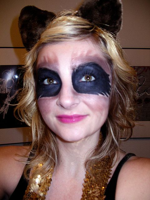 Raccoon eyes makeup