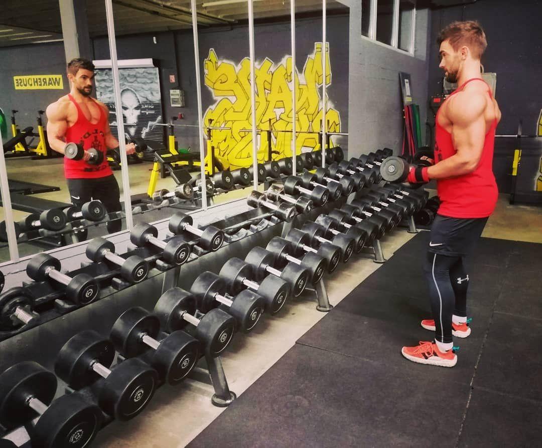 Geiles Gym Warehouse Mit Super Geraten Watson Und Perfekter
