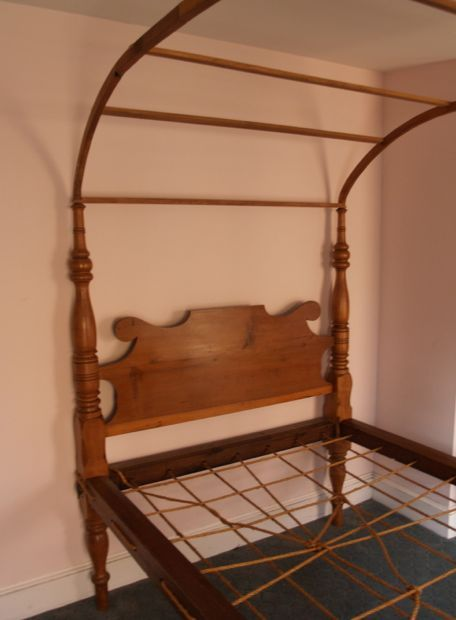 Antique Field Canopy Bed   Google Search