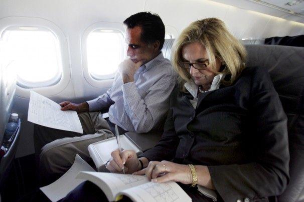 Mitt Romney and Ann Romney at White House Dinner | Former Massachusetts governor Mitt Romney reads campaign notes during ...