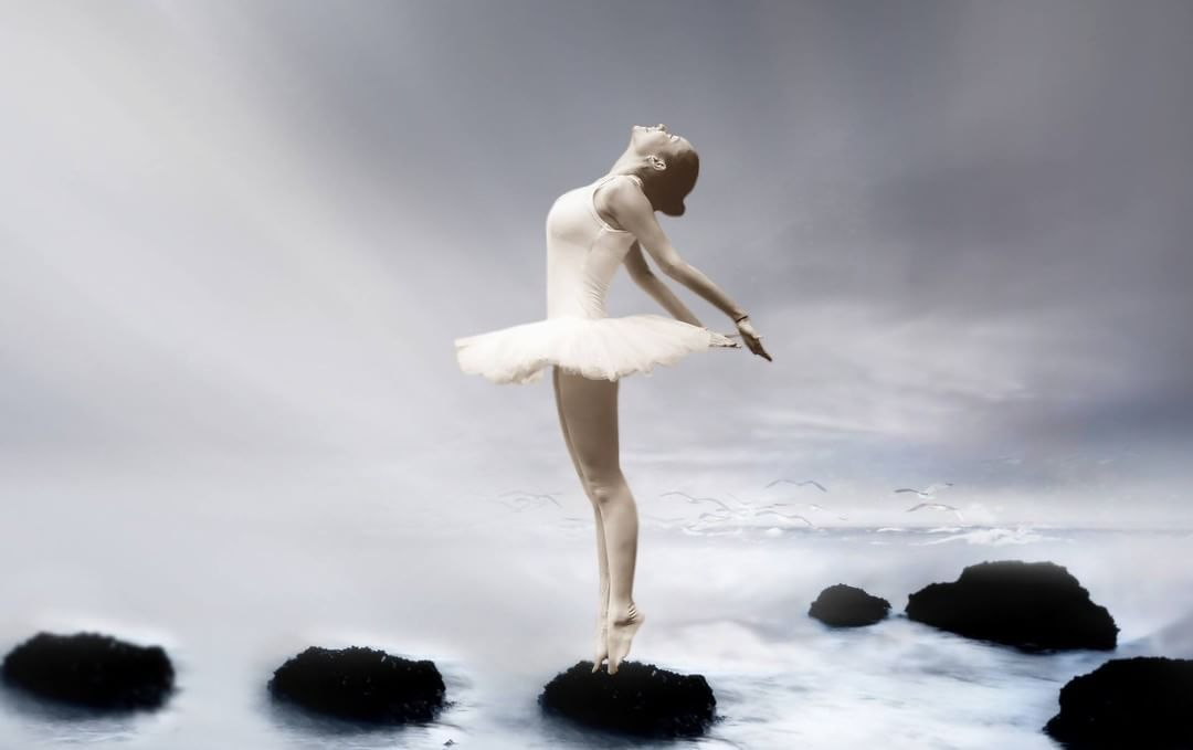 Detache Toi Du Regard D Autrui Avance Et Oublie Tu Es Rare Et Precieuse Ballerina Poses Ballet Dancers Ballerina