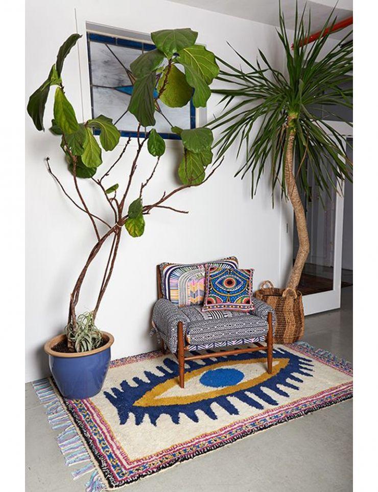 een paar grote planten ipv heel veel kleine kan ook 10x de trend urban jungle in huis