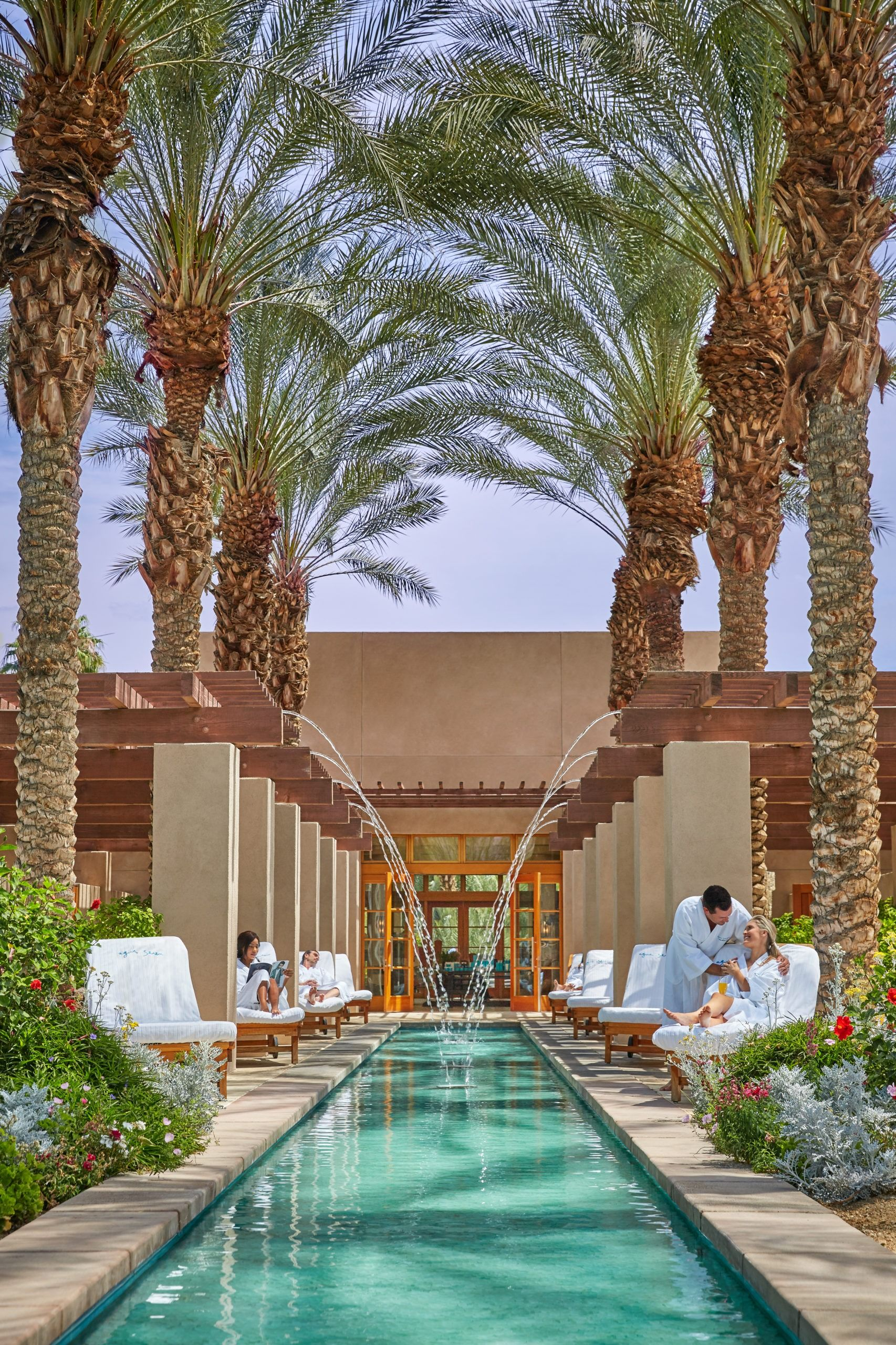 A list of the 12 best Palm Springs hotels from resorts to boutique properties for your next desert getaway. La Jolla Mom #palmsprings #palmspringshotels #springbreaktrips #palmspringsresort