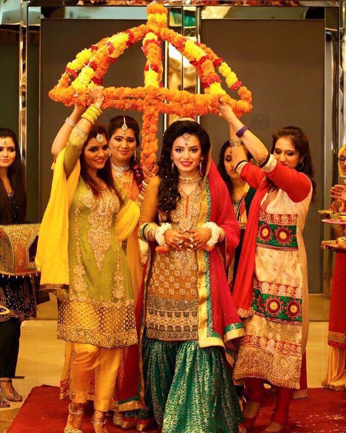 a0cb8e71cb Thanks for sharing Sana☺ #pakistaniweddings #bridal #bride #couture  Pakistani Mehndi