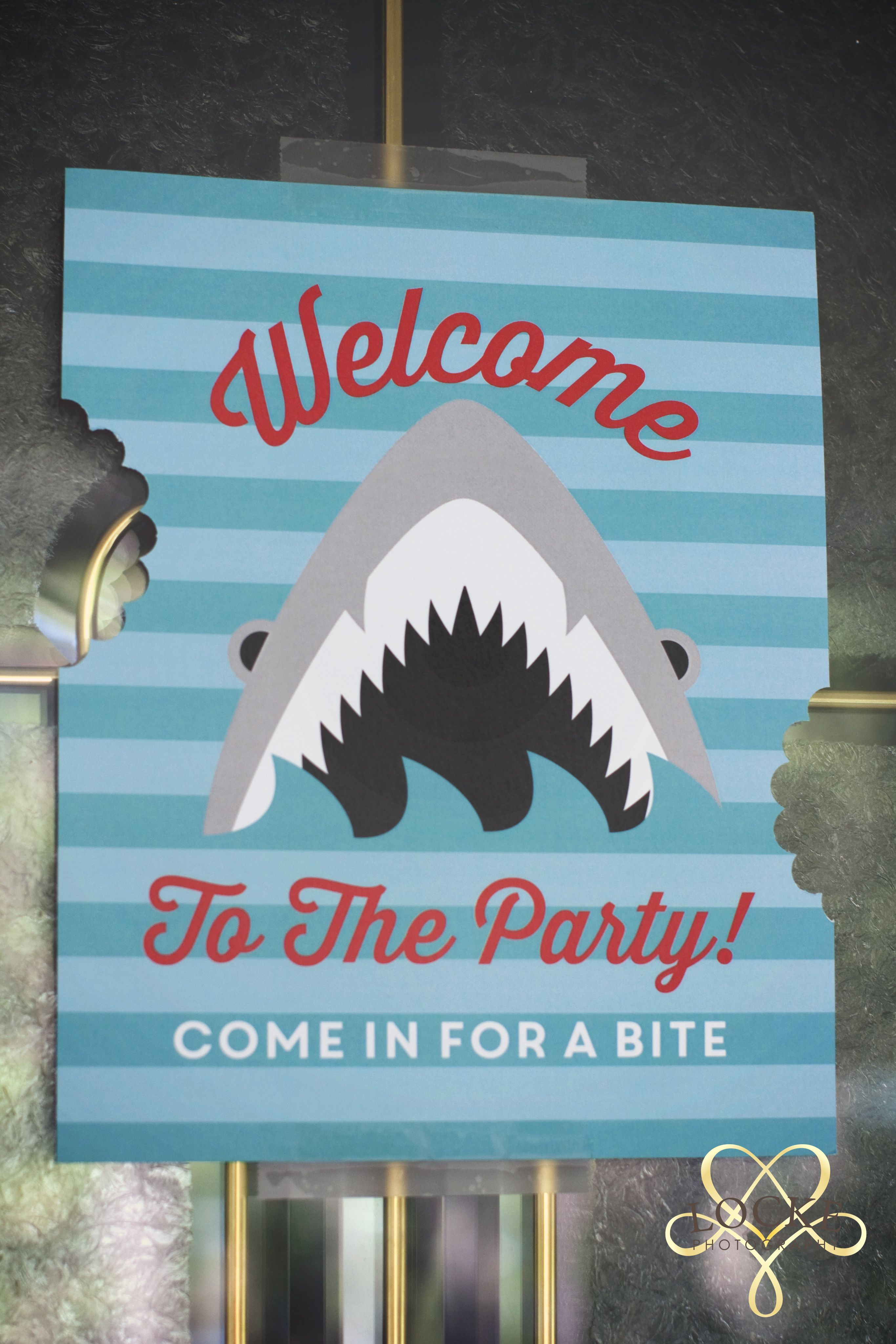 Printable welcome sign by: https://www.delightpaperie.com/shop/birthday/shark-bite-birthday-invitations/ #shark party