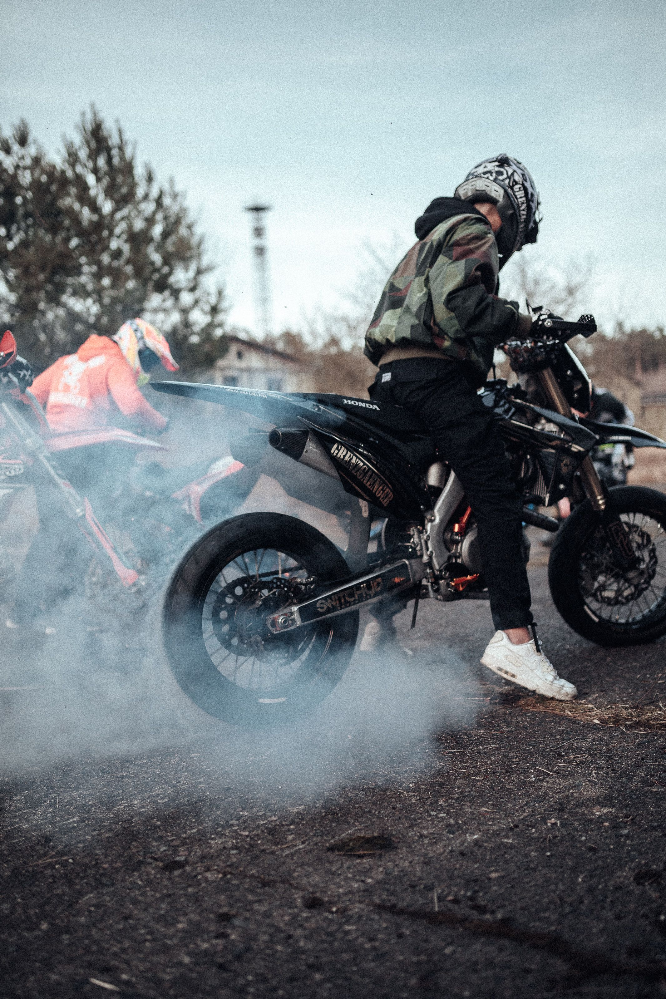 Grenzgaenger Burnout Wheelies Ride Supermoto Enduro Stunt