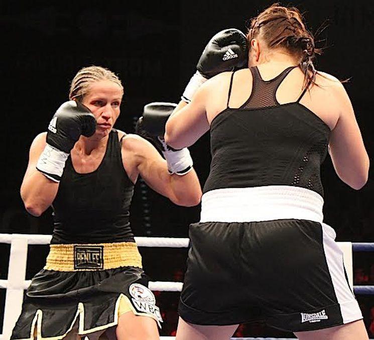 Wm Gurtel Verteidigt Nikki Adler Triumphiert Bei Box Gala In Ludwigsburg Gurtel Adler Und Gewichte