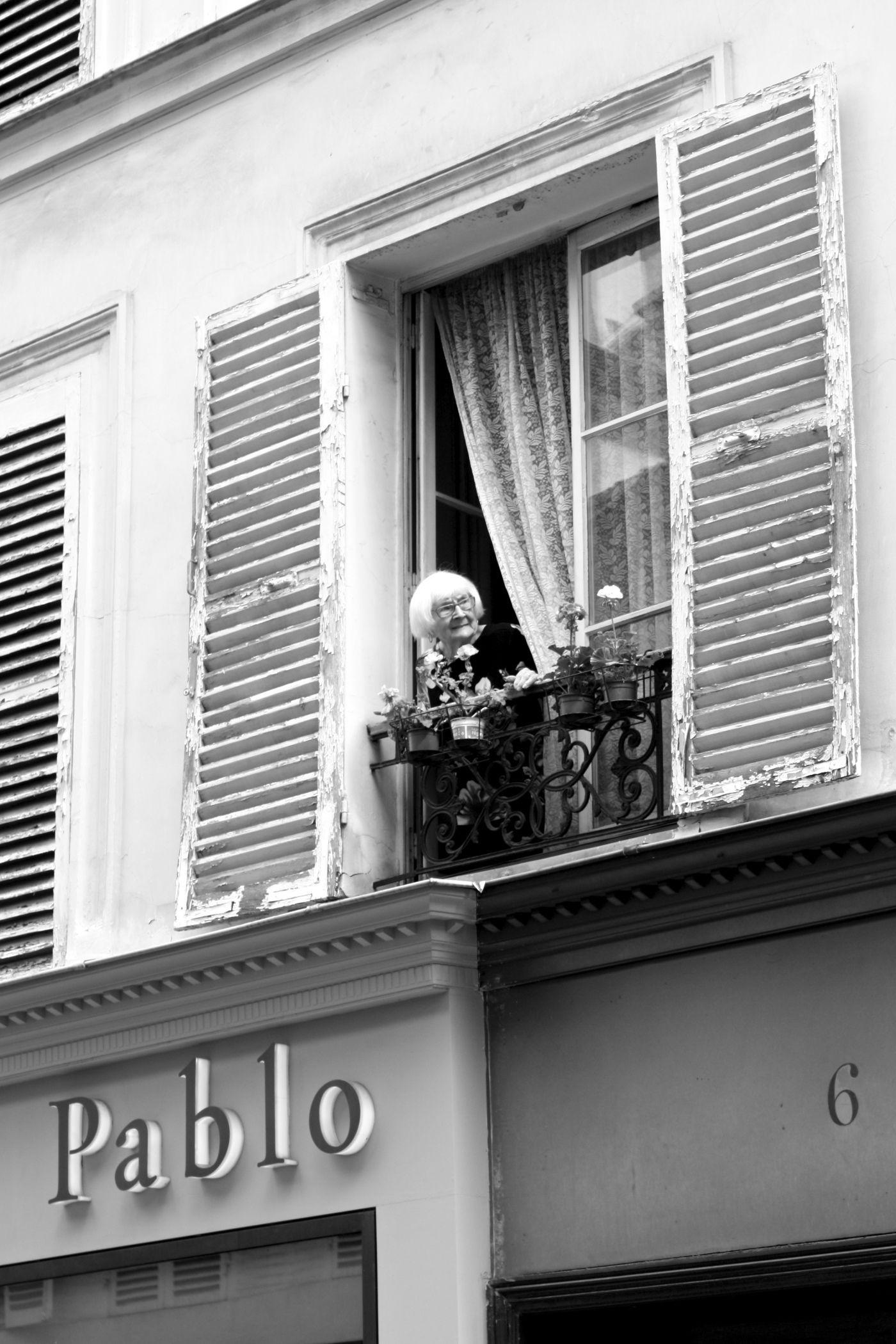 homevialaura | Paris | Parisian windows | Parisian street in Le Marais #Paris