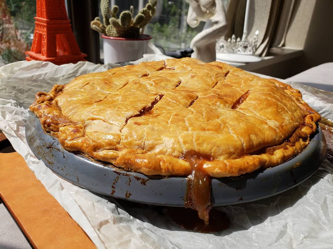 Fresh from the oven @jetterboy2003 organic Peach pie with a tender flakey crust and the perfect viscosity with those juices. Omg...where's the ice cream? . . . %