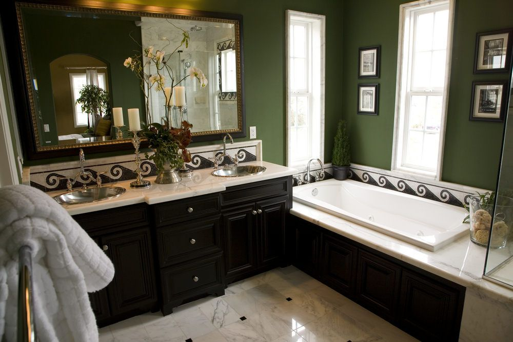 33 Terrific Small Master Bathroom Ideas (2020 Photos ...