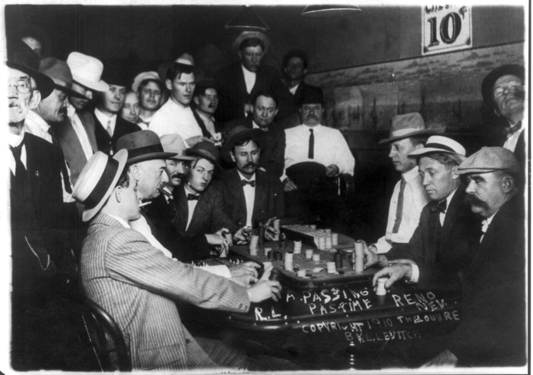 1800 s gambling roulette wheele