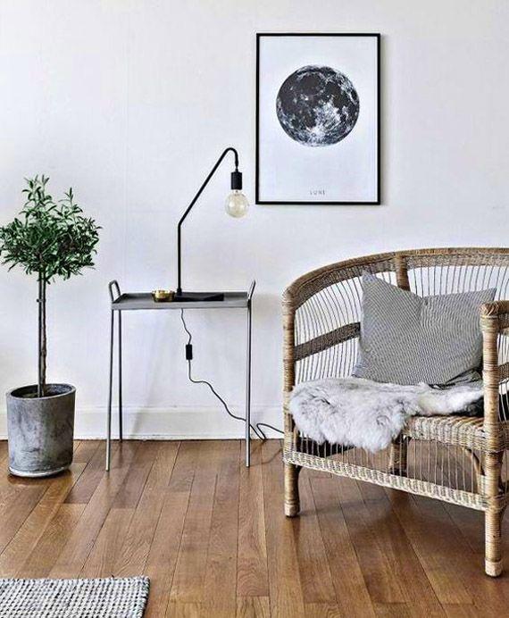 rincón de lectura, mesita de zinc, butaca de ratán sillas