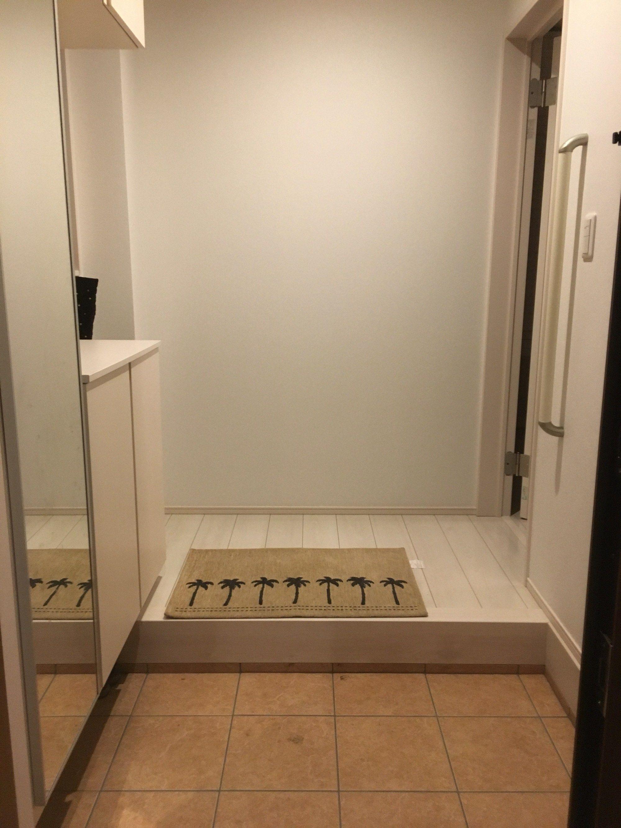 新築の玄関が狭い 現実を受け入れて 狭い玄関を広く見せる工夫を