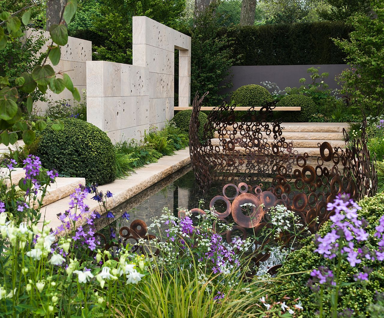 This garden is inspired by the Arts and Crafts movement ...