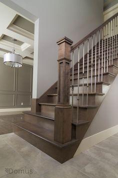 Photo of Dunkel gebeizte Treppe mit modernen Edelstahlspindeln