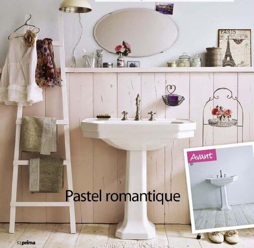 Salle de bain pastel romantique - échelle à serviettes de bain