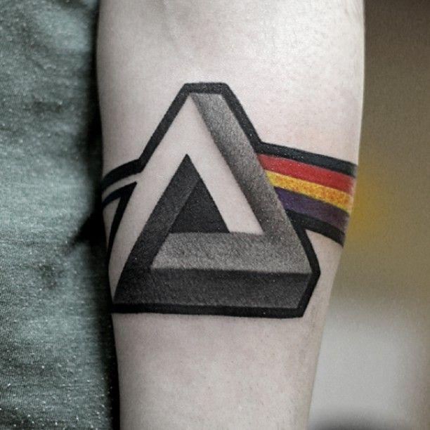 Maciek Niuans Cykada Sopot Tattoo Tatuaż Dark Side Of