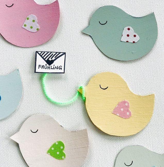 Photo of Frühlingsdekorationen machen: Machen Sie selbst eine Vogelgirlande aus der Umverpackung –