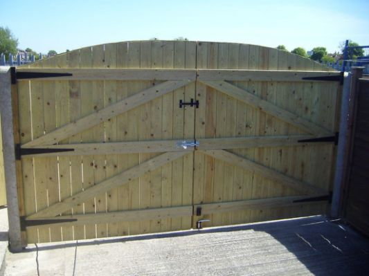 Build Your Own Wooden Driveway In 2019 Driveway Gate