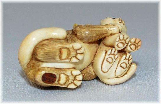 японская нэцкэ из слоновой кости Кошка с котенком, 1960-е ...