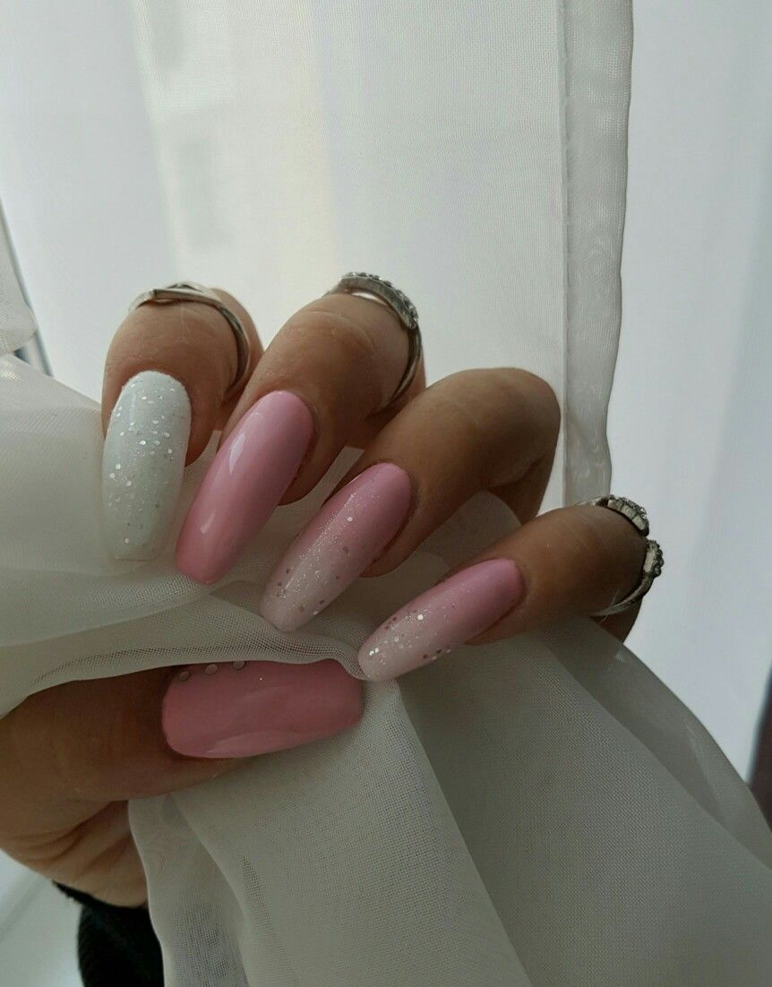 Pink \'nd white nails with glitter and diamonds | Nails & More ...