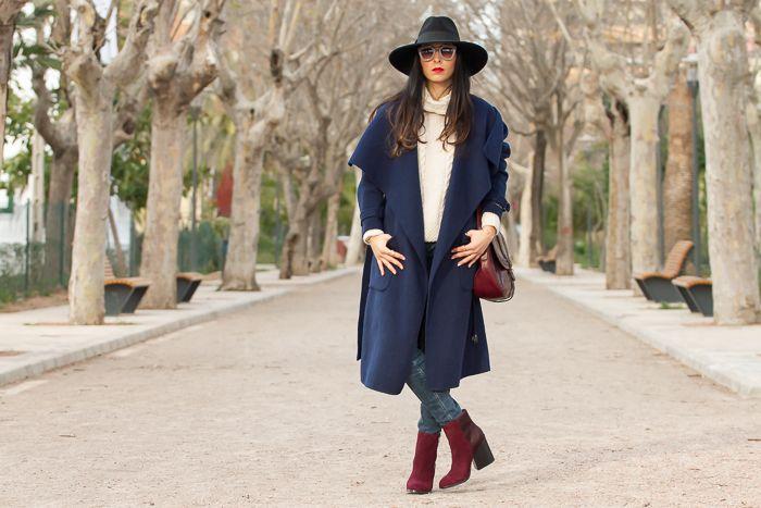 Retorcido seré fuerte Desesperado  Look urbano y chic con abrigo bata azul marino sombrero de Zara y ...
