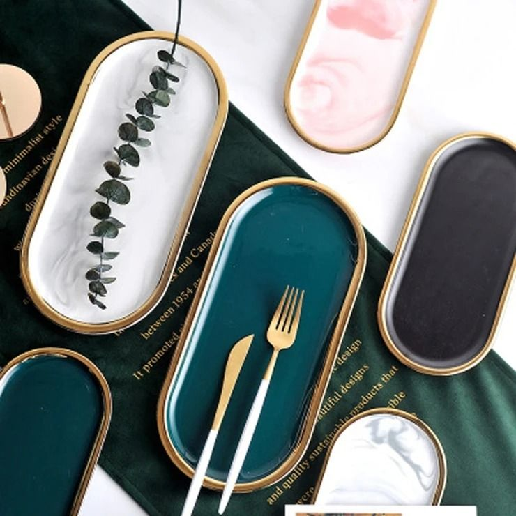 Serve food with style with our gorgeous Linda Serving Plate. Its elegant oval shape and luxury gold inlay are a perfect combination to make your dining table modern and unique. 🤩  Refresh your tableware today. Available at indeqor.com #moderntable #tableware #serveware #serving #moderndecor #diningtable #luxuryitems #modernkitchen #servingtray #tray #golddetails #diningtabledecor #eleganttable