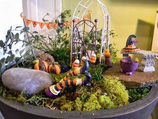 "The Royal Gardens: ""Fairy"" Scary Gardening!!!"
