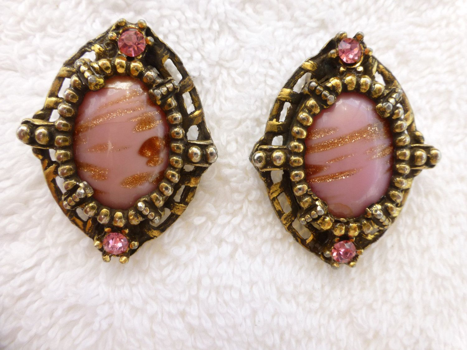 Vintage PInk Art Glass with Gold Fluss and Rhinestone Clip Back Earrings