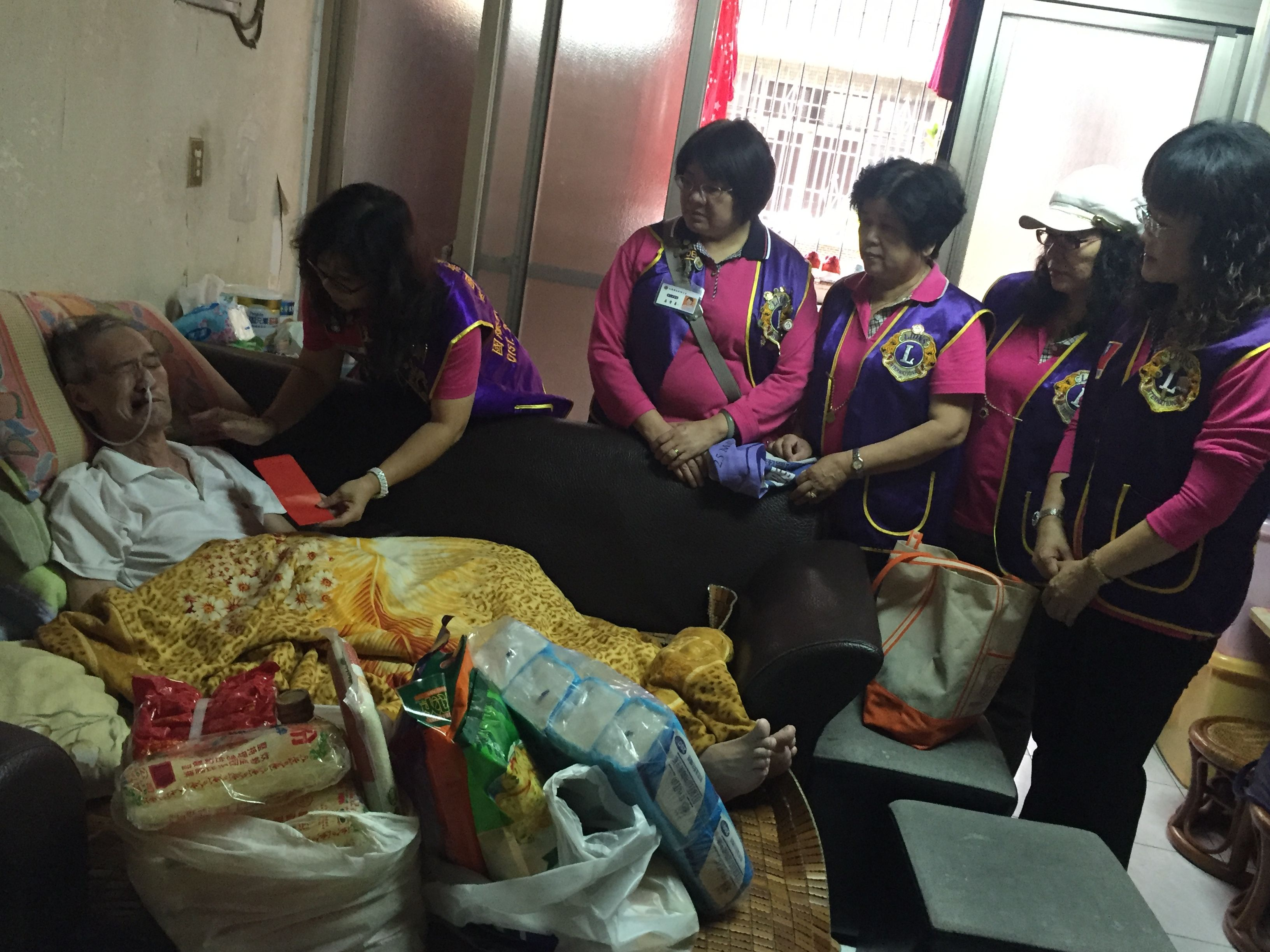 Chernuei #LionsClub (Taiwan) Visited people in need to provide assistance and deliver supplies