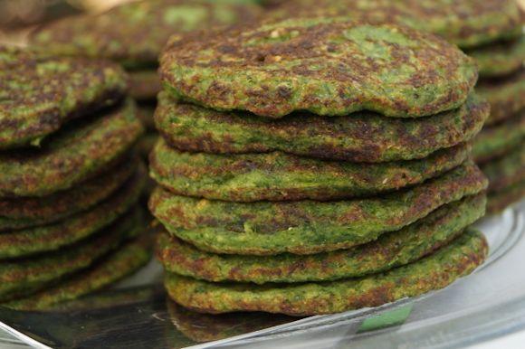 Lehtikaali-pinaattiletut ovat nopeatekoista ja helppoa arkiruokaa, joka maistuu koko perheelle. Maidottomiin ja gluteenittomiin viherlettuihin tulee m...