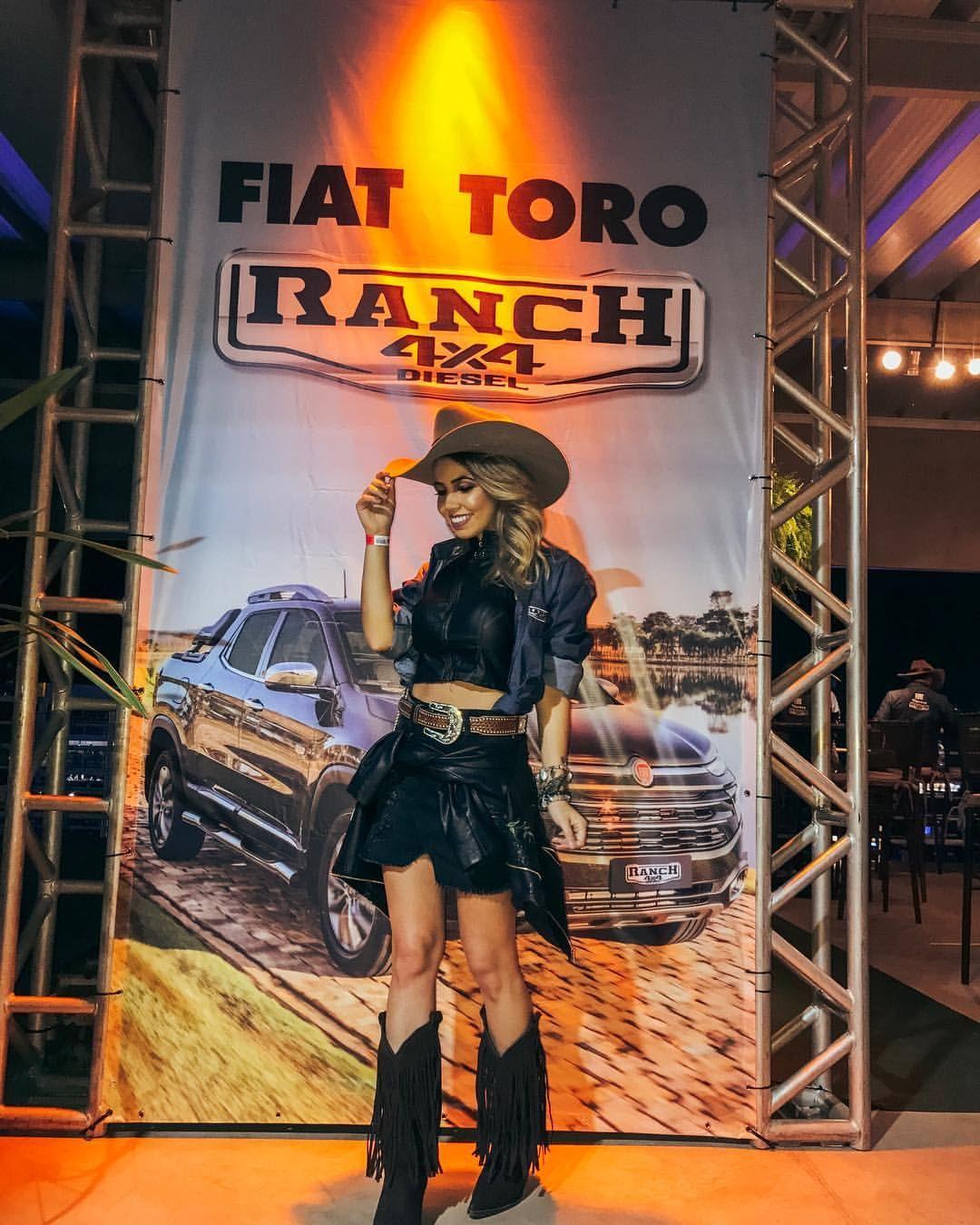 chapeu  country  cowgirl  rodeio  festa  peao  sertanejo  look  bota   franja  cinto  cinturao  couro  cropped  short 5dbcbc6f0180