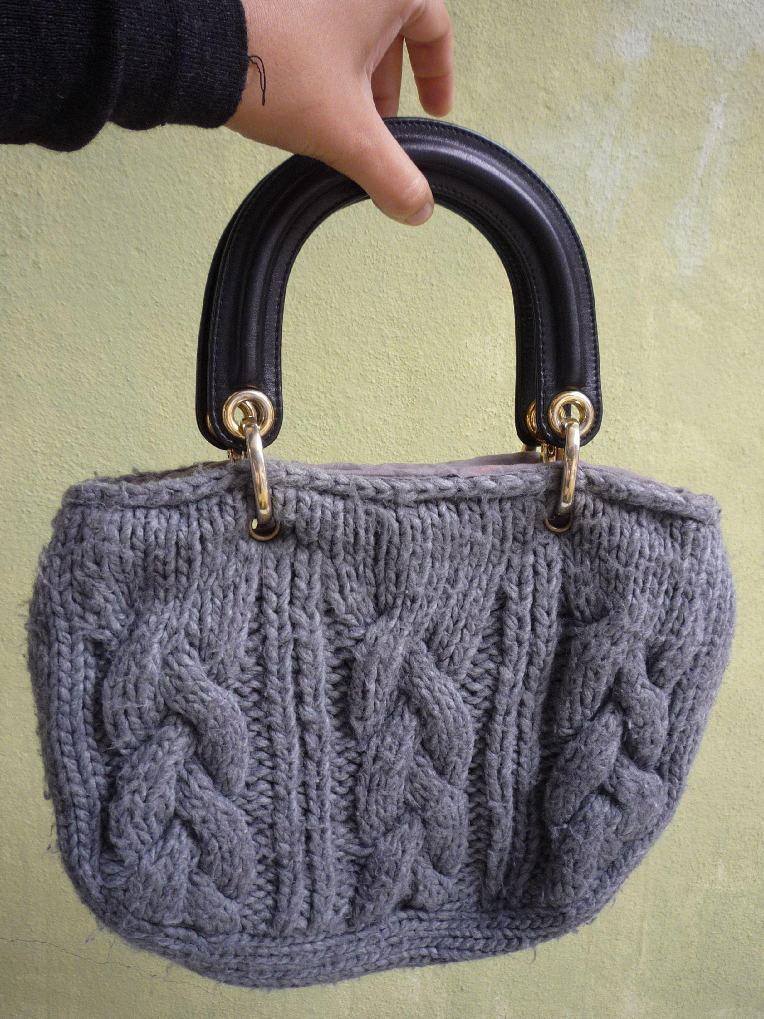 o inverno já lá vai. uma camisola de lã e umas alças duma velha mala tudo transformado numa mala nova,linda não?