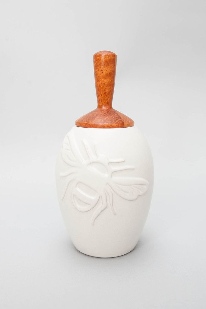 https://umba.refersion.com/l/e3e.213 Obsessed with this gorgeous Bee Honey Pot by Beehive Kitchenware