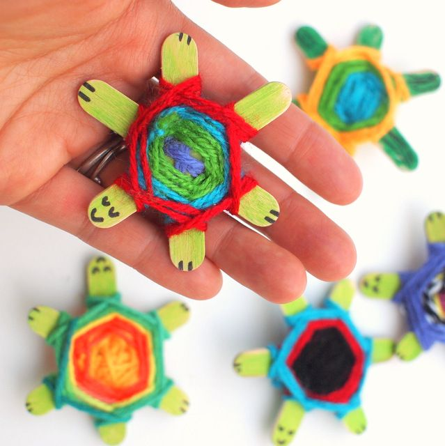 Weaving cute baby turtles using god 39 s eye weaving pattern for Easy crafts for kids to make and sell
