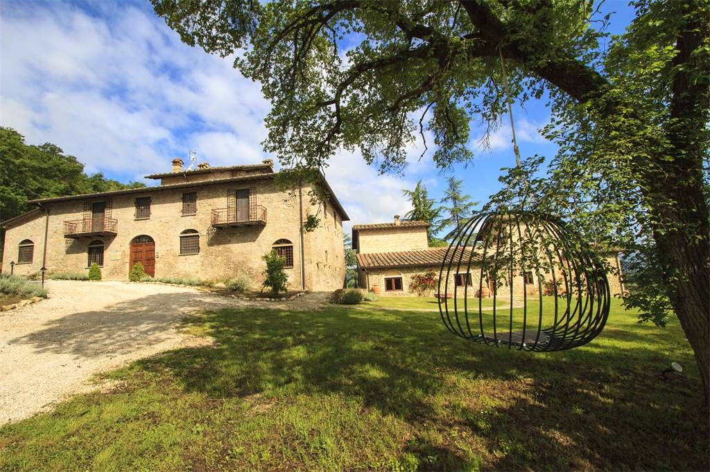 Vocabolo Martinello Citerna, Lovely country house with pool between Umbria and Tuscany Perugia, Italy – Luxury Home For Sale