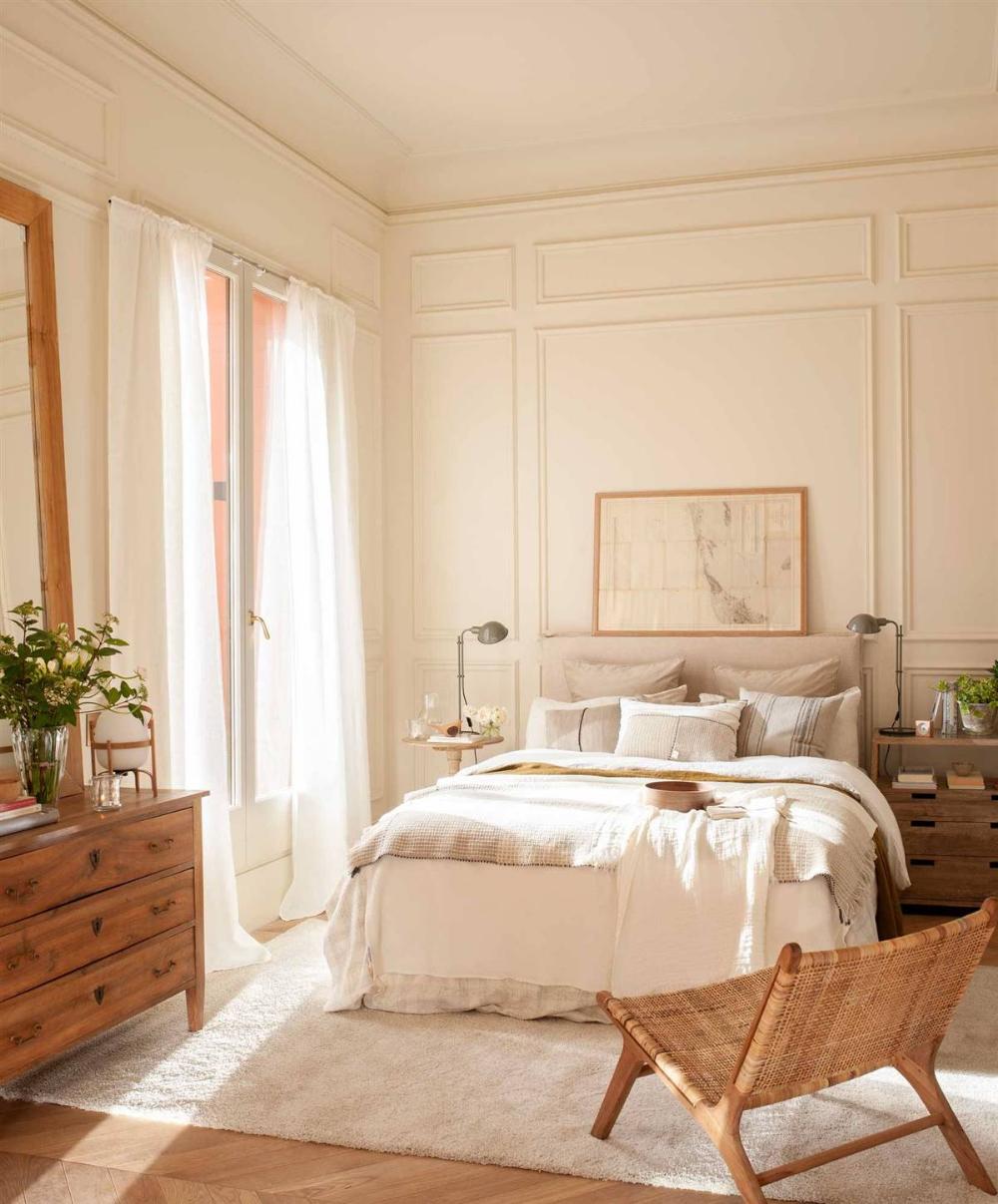 Photo of Un dormitorio con arrimadero, en tres estilos