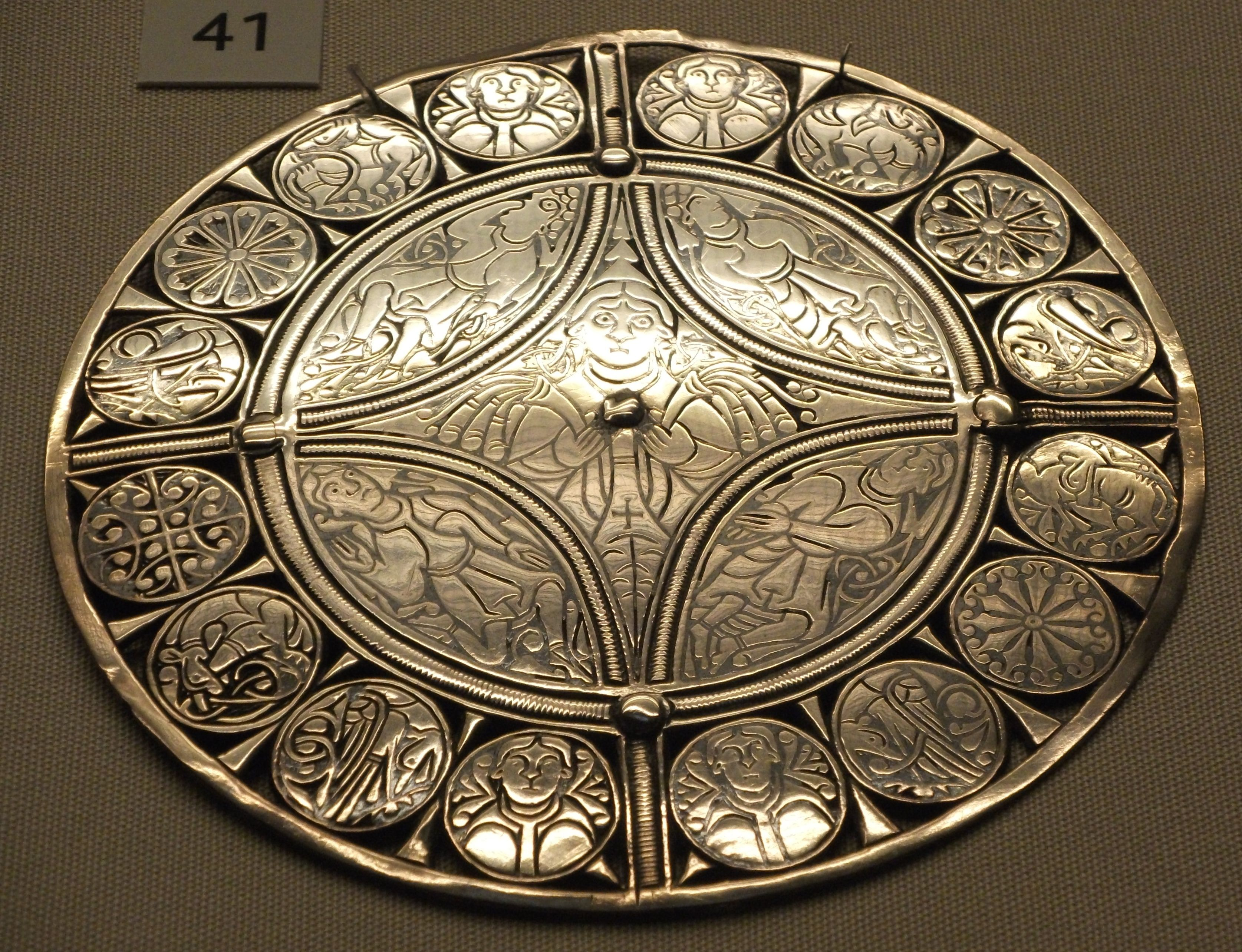 Anglo-Saxon. The Fuller Brooch, British Museum. Late 9th Century AD. Silver and niello. Size: 11.4 cm in diameter. Author: Johnbod.