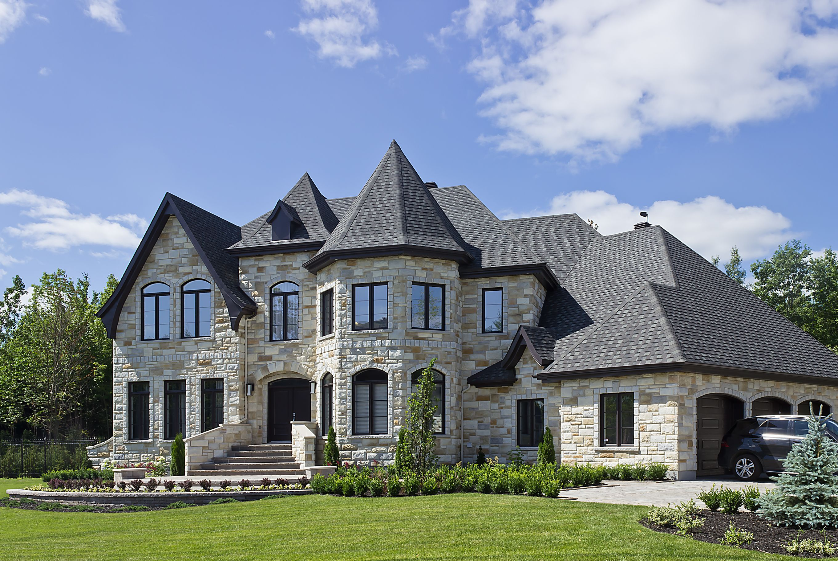 Classic castle style home with rinox lugano stone for Castle modular homes
