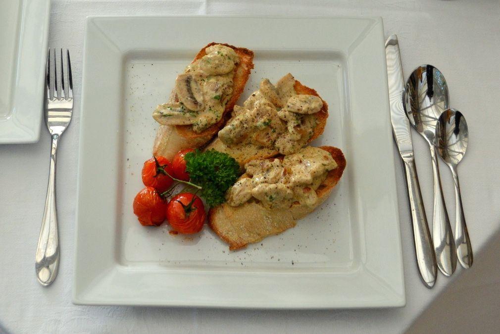 Creamy garlic mushrooms on ciabatta :: Recipes :: The