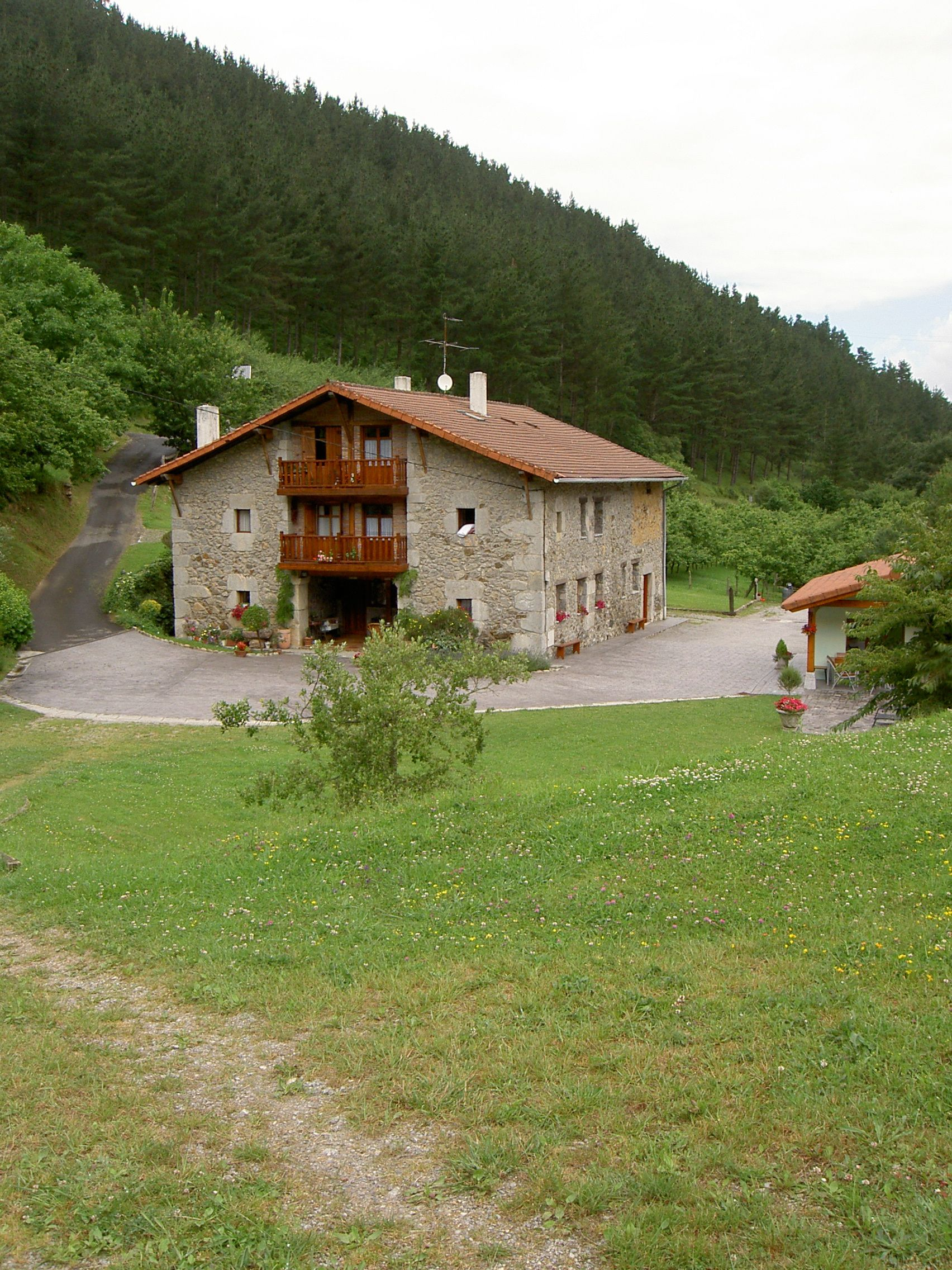Traditional basque house euskal herria pinterest - Casas rurales pais vasco frances ...