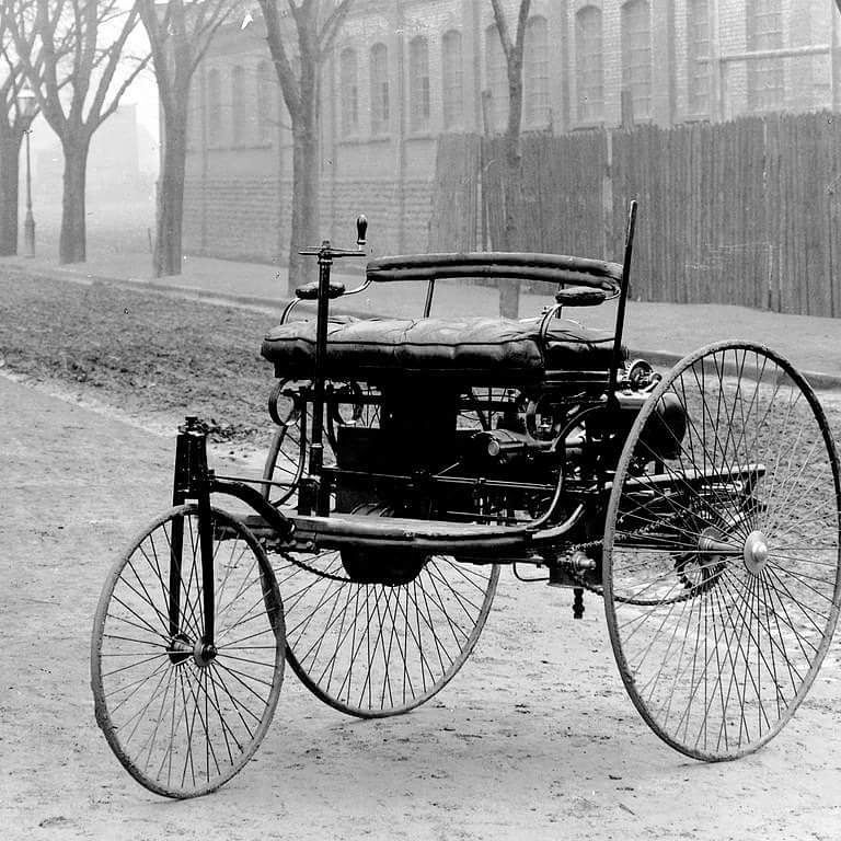 FFS 390: Built in 1885 by Karl Benz the 3-wheeled Benz Patent ...
