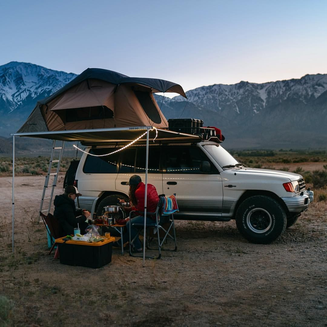 Nothing Beats A Good Meal During Sunset Travel California Mitsubishi Montero Overlanding Rig Off Road Roof Top T Mitsubishi Mitsubishi Pajero Camping Projects