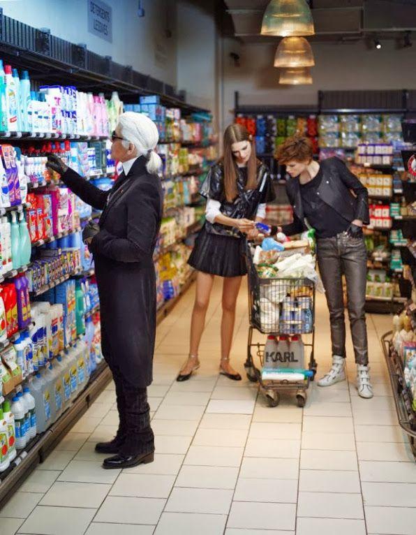 Karl-fait-defiler-Chanel-dans-un-supermarche
