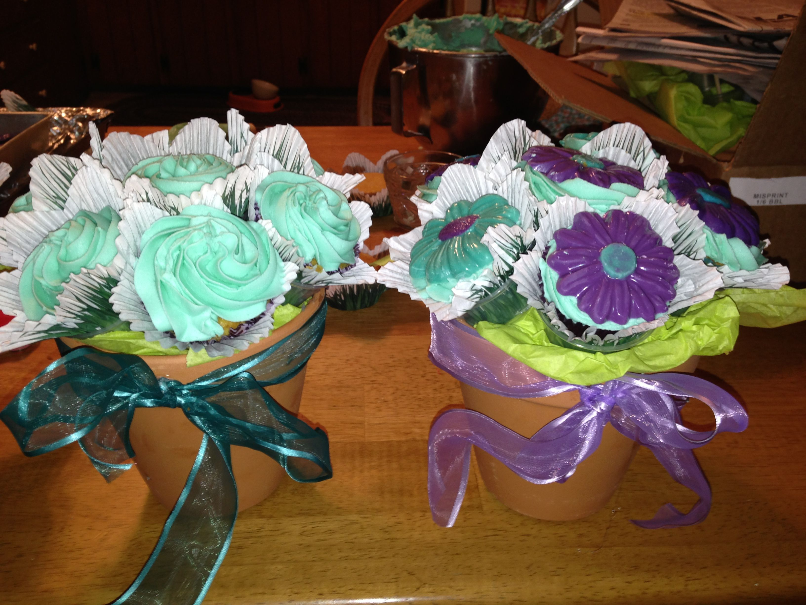 Cupcake Flower Bouquets with Chocolate Daisies | Cakes | Pinterest ...