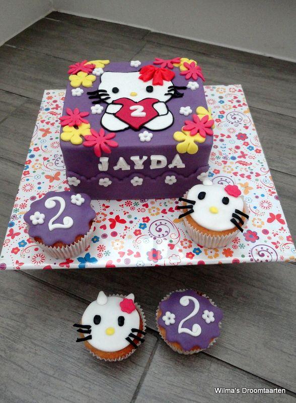 Totaalplaatje Hello Kitty taart met bijpassende cup cakes
